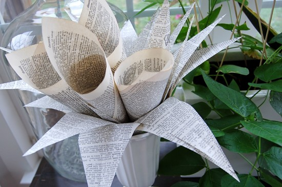 20 ways to decorate with book pages and other things for Decorative things from waste