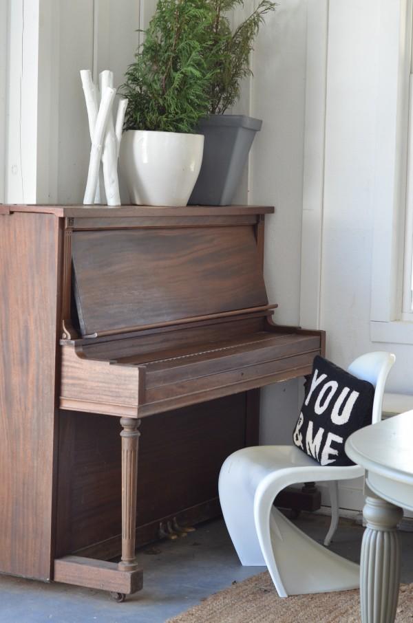 barn piano