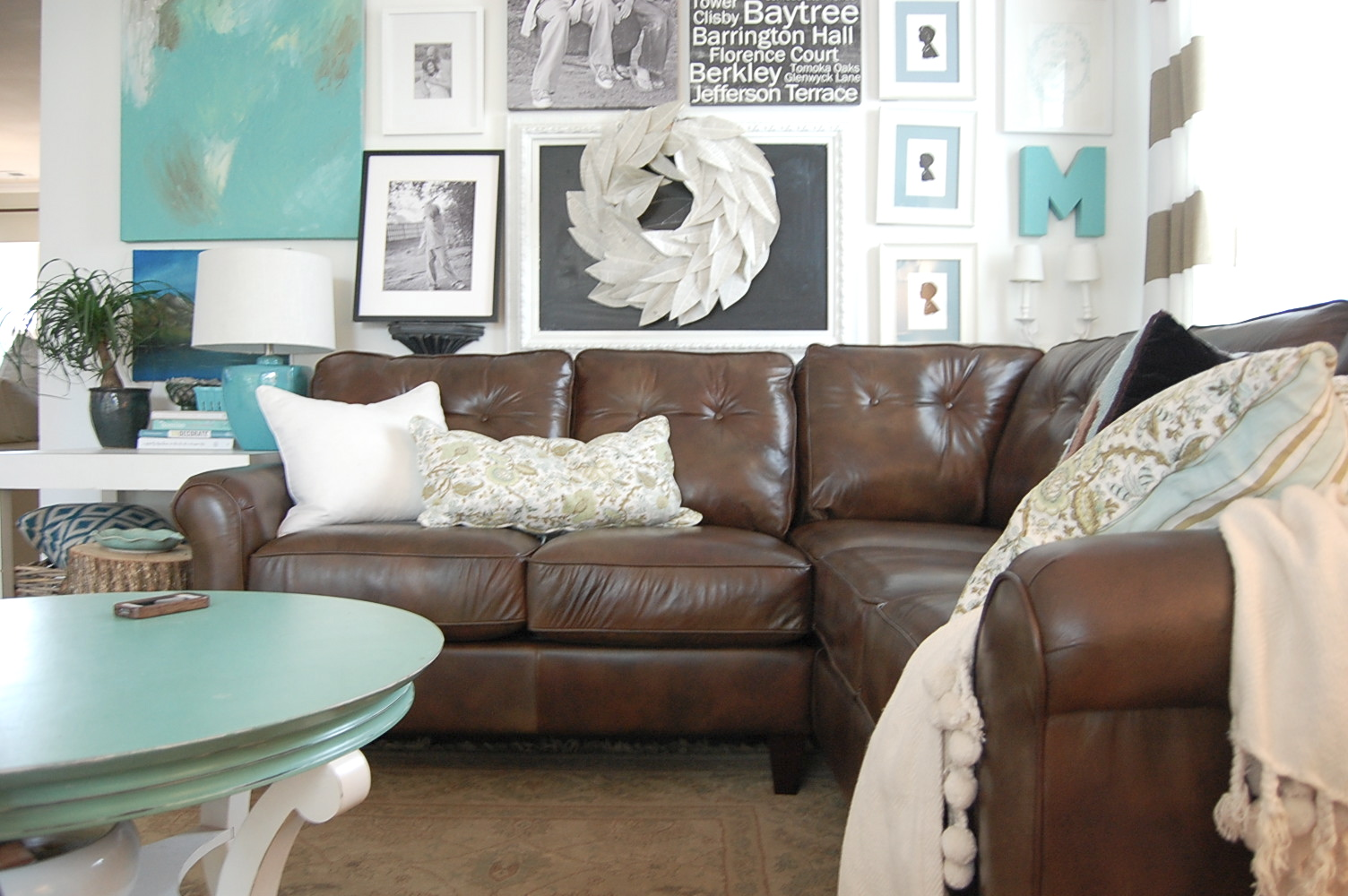 Chocolate brown sofa with blue pillows for Blue and brown lounge